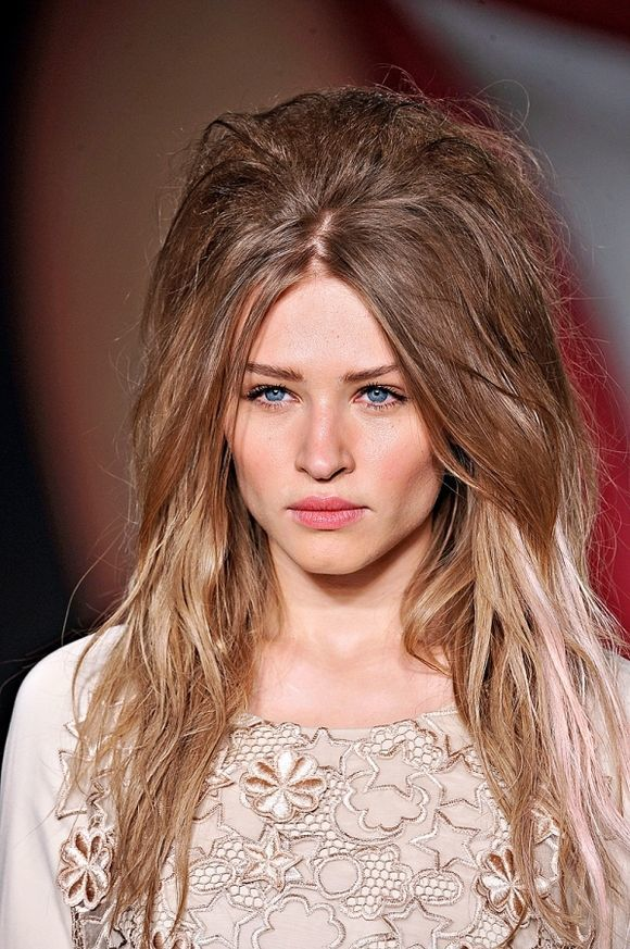 Textured-Shag-with-High-Teasing-in-the-Center Modern Hairstyles for Women to Look Trendy