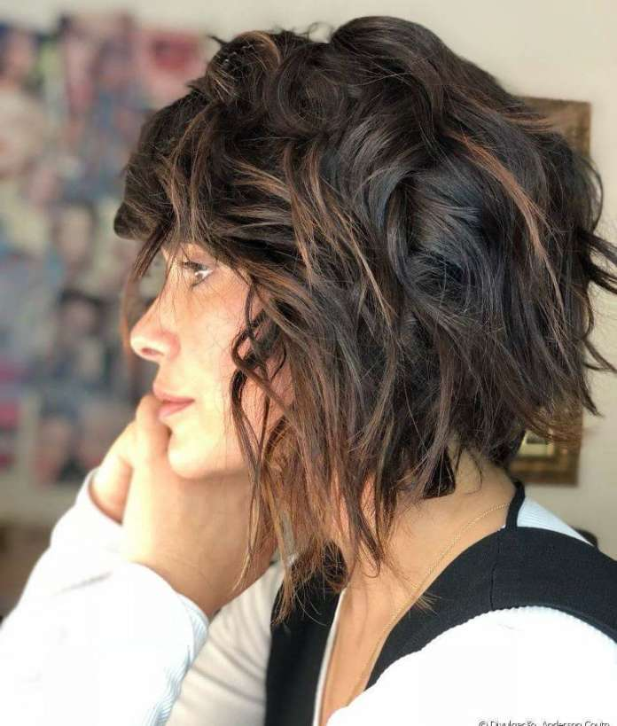 Wavy-Bob-Cut Style Personified Short Hairstyles for Young Women
