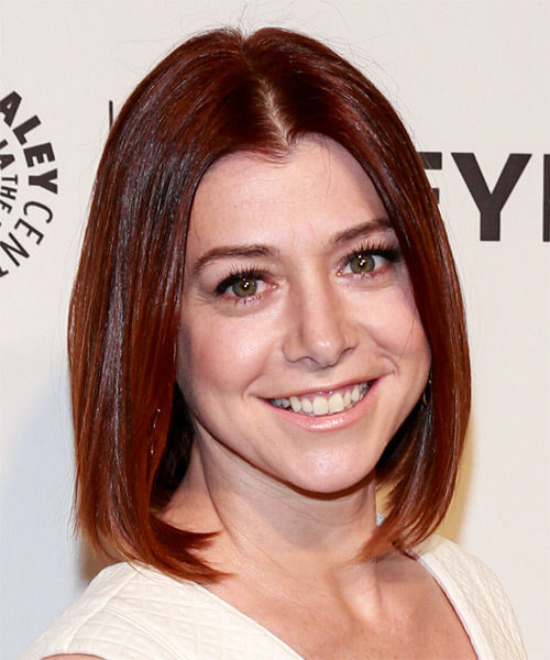 Alyson-Hannigan-Medium-Straight-Bob-Hairstyle Hottest And Trendy Bob Haircuts For Stylish Look
