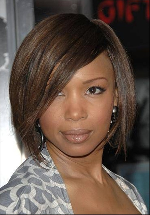 Blend-of-Golden-and-Brown-with-Side-Partition-Covering-Forehead Charming and Cute Hairstyles for Black Women