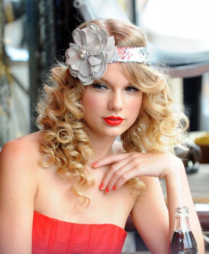 Blend-of-Straight-and-Curly-Hair-with-a-Floral-Headband Christmas Party Hairstyles to Enhance Your Look