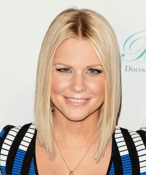 Carrie-Keagan-Medium-Straight-Bob-Hairstyles Hottest And Trendy Bob Haircuts For Stylish Look