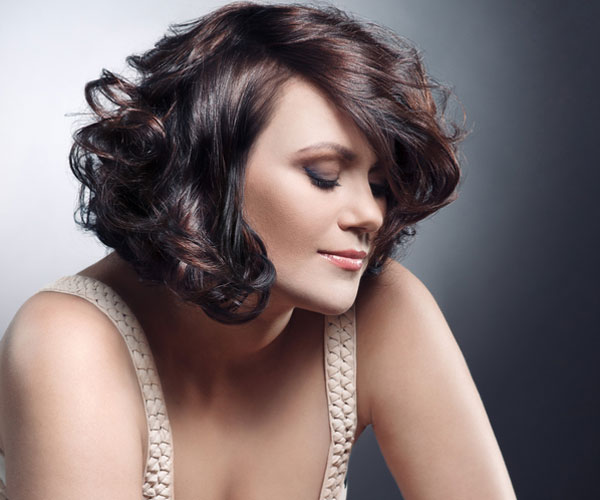 Highlighted-Curly-Bob-Haircut Stylish and Glamorous Curly Bob Hairstyle for Women