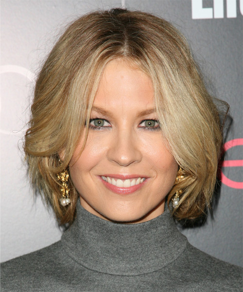 Jenna-Elfman-Medium-Straight-Bob-Hairstyle Hottest And Trendy Bob Haircuts For Stylish Look