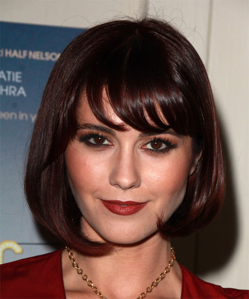 Mary-Elizabeth-Winstead-Medium-Straight-Bob-Hairstyle Hottest And Trendy Bob Haircuts For Stylish Look