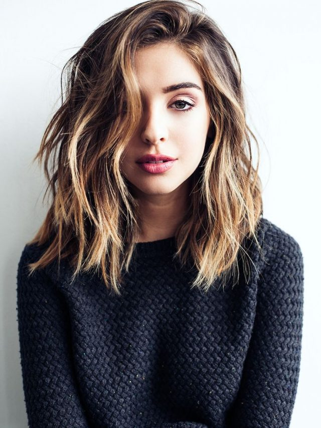 Messy-middle-sized-trendy-hairstyle-for-this-fall Most Attractive Fall Hairstyles to Try This Year