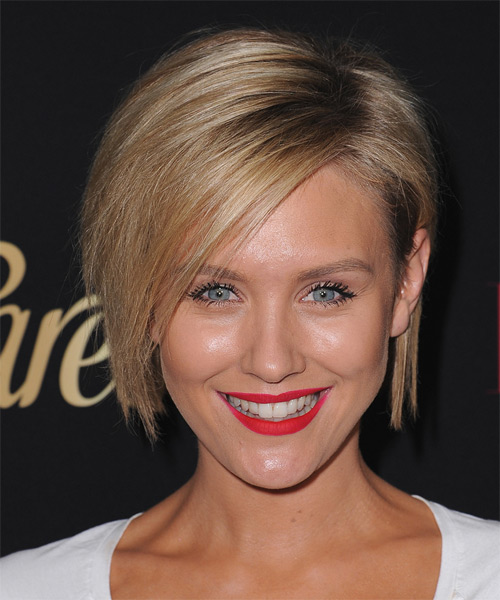 Nicky-Whelan-Medium-Straight-Bob-Hairstyle Hottest And Trendy Bob Haircuts For Stylish Look