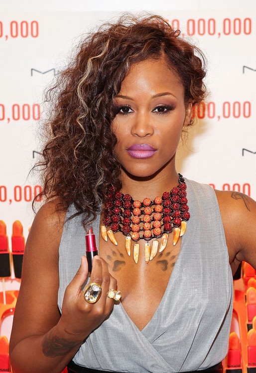 One-sided-curvy-short-hair-for-this-fall Most Attractive Fall Hairstyles to Try This Year