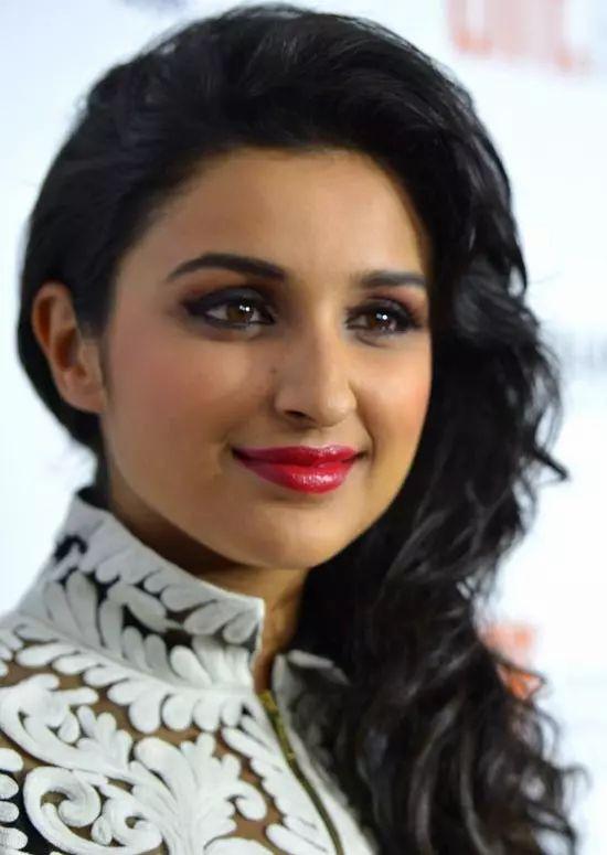 Parineeti-Chopra Top Indian Actresses With Stunning Long Hair