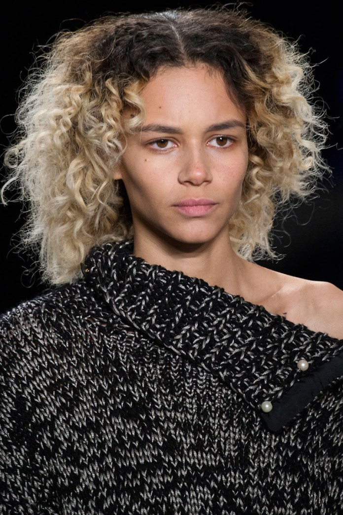 Shaggy-hairstyle-with-curls-on-their-ends Most Attractive Fall Hairstyles to Try This Year