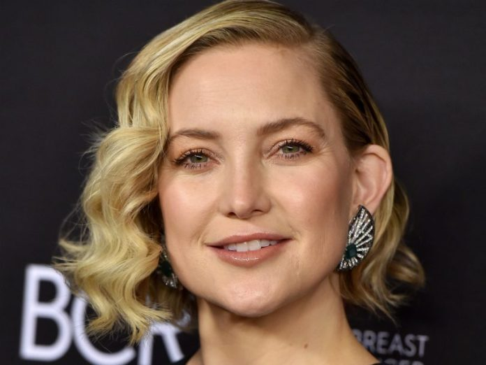 Short-Curled-Bob Celebrity Short Hairstyles for Glamorous Look