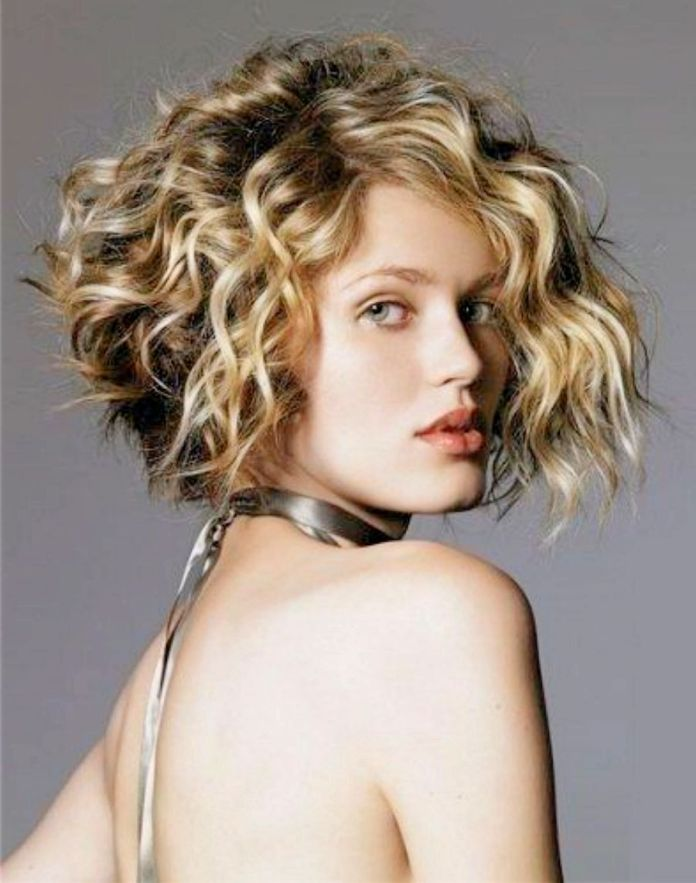 Short-Curly-Bob-Hairstyle Stylish and Glamorous Curly Bob Hairstyle for Women