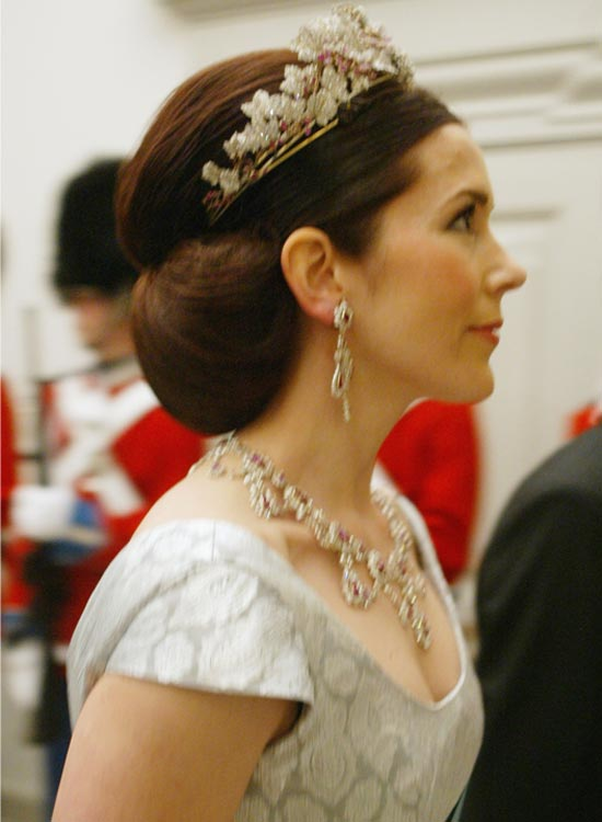 Smooth-Low-Side-Bun Bridal Hairstyle Ideas For Your Reception