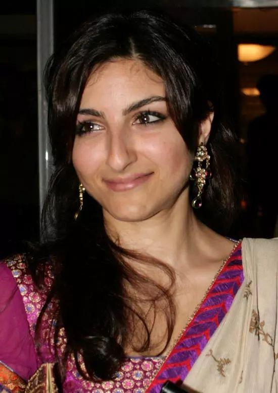 Soha-Ali-Khan Top Indian Actresses With Stunning Long Hair
