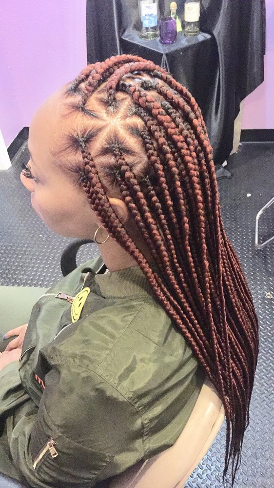 Star-Designed-Knotless-Reddish-Braid-Hairstyle Cool and Trendy Knotless Box Braids Styles