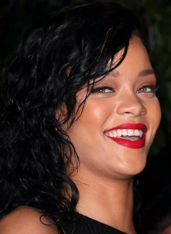 The-Wavy-Black-Bob Best Rihanna Hairstyles