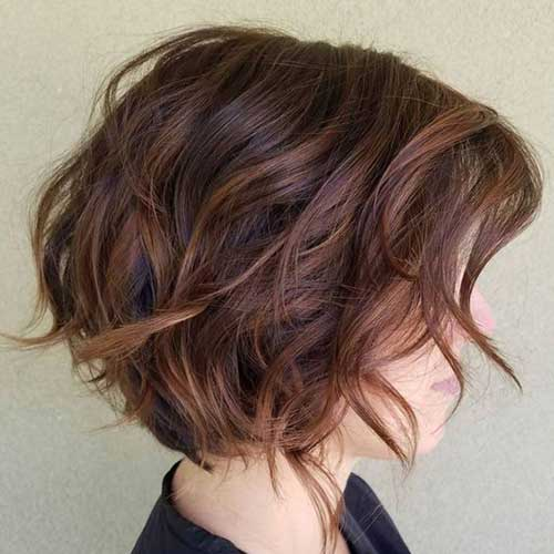 Thick-Wavy-Bob-Cut Best Short Wavy Bob Haircuts