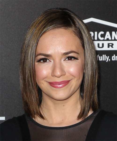 Vanessa-Martinez-Medium-Straight-Bob-Hairstyle Hottest And Trendy Bob Haircuts For Stylish Look