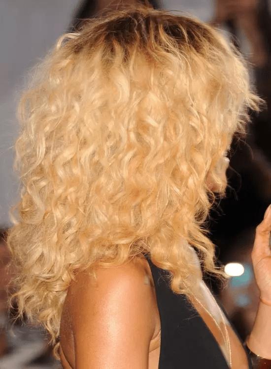 Voluminous-Blonde-Curls Best Rihanna Hairstyles