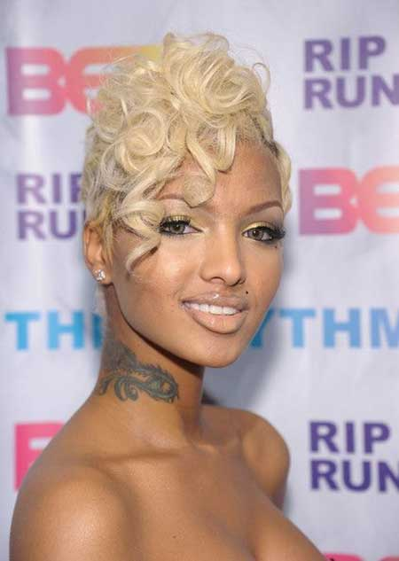 Nice-and-Charming-Curly-Pixie-Cut Short Hairstyles for Black Women 2020