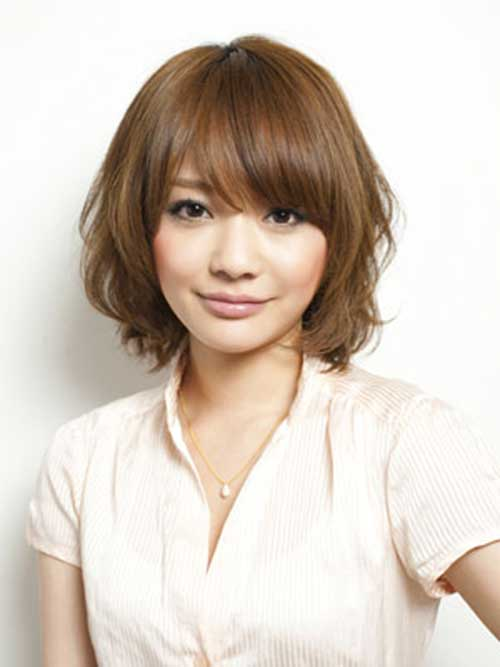 Short-Cute-Hairstyle-with-Side-Bangs-for-Thick-Fine-Hair Cute Short Hairstyles For Thick Hair