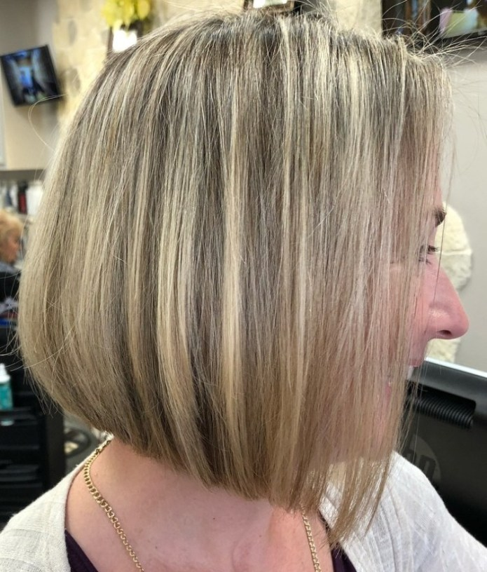 Classic-Blonde-Highlights Gorgeous Hairstyles and Haircuts for Women Over 40