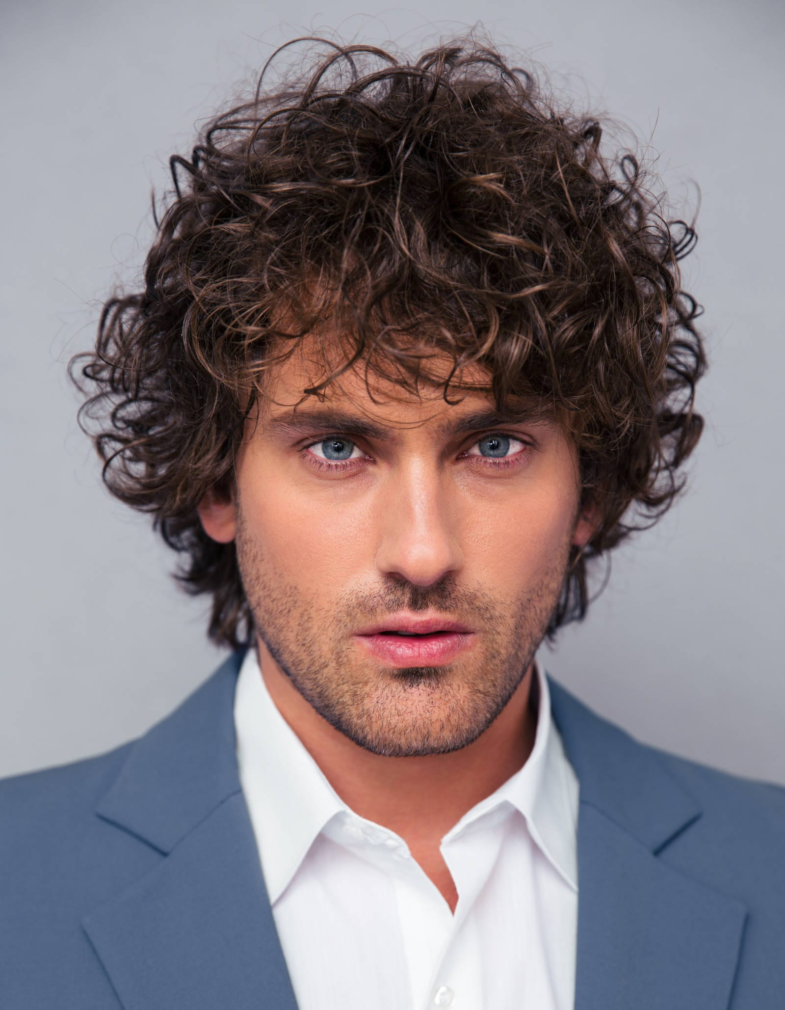 Classic-Curly-Hairstyle Mens Hairstyles with Thin Hair for Ultra Stylish Look