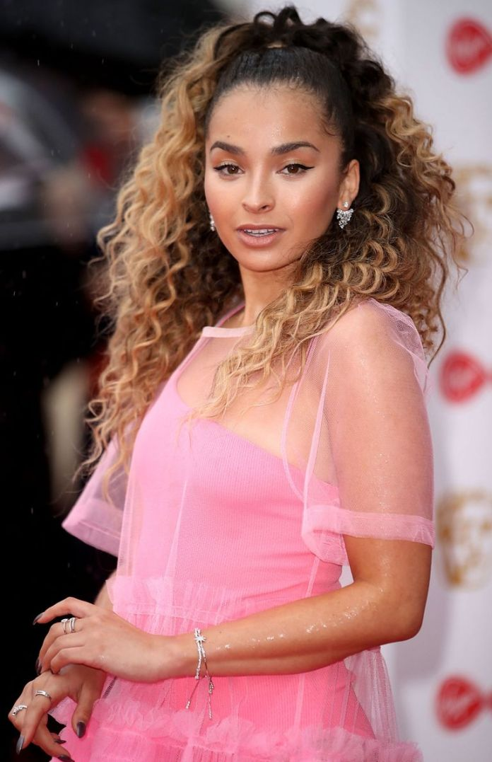 Ella-Eyres-Two-Tone-Curls Stunning Curly Hairstyles That Are All About That Texture