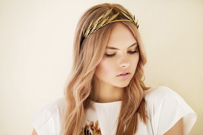 Gold-Leafing Hairstyles with Tiara for Glam and Fab Look