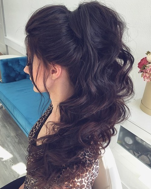 Huge-Hair-Wrap-and-Long-Curls 10 Glamorous curly ponytails you must try