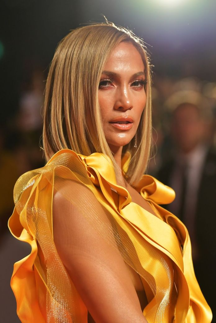 J.Los-bone-straight Short Blonde Hairstyles That'll Inspire You to Call Your Colorist