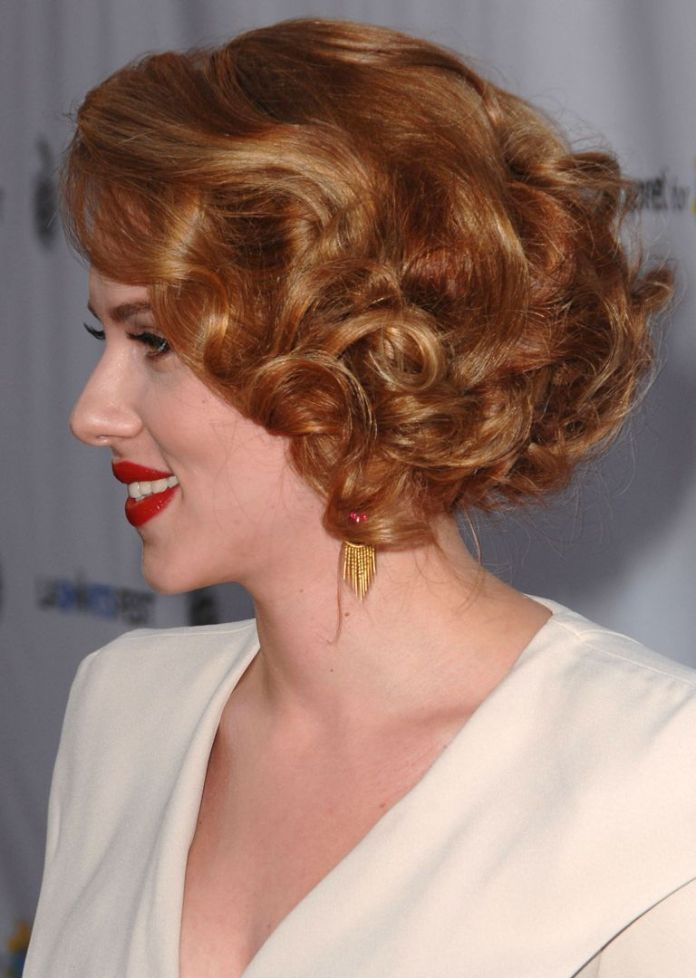 Scarlett-Johanssons-Cropped-Bob Stunning Curly Hairstyles That Are All About That Texture