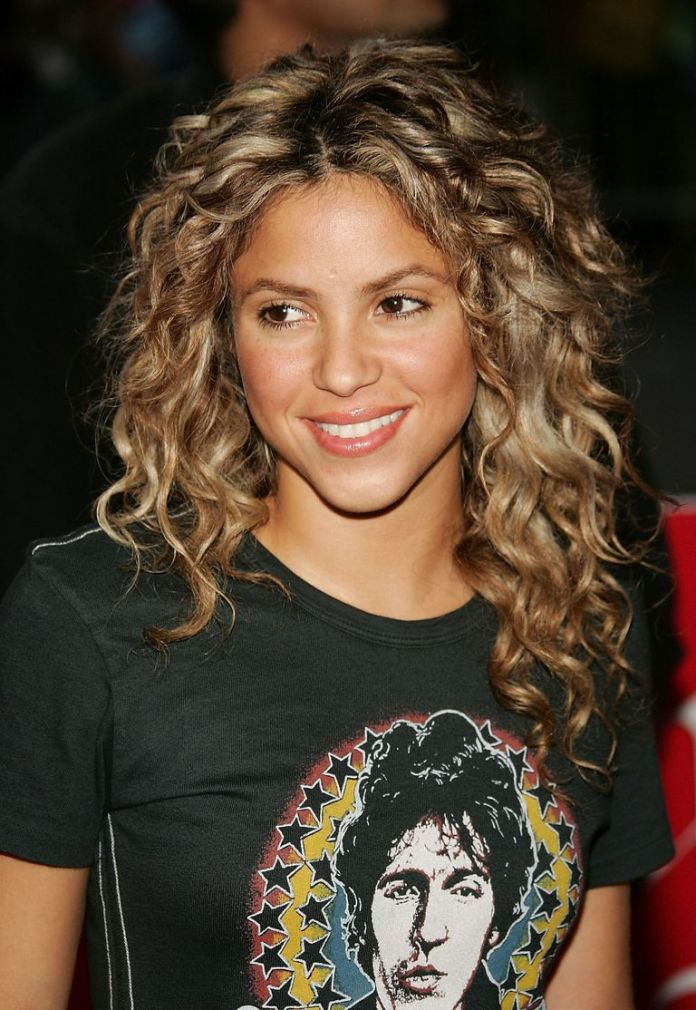 Shakiras-Buoyant-Spirals Stunning Curly Hairstyles That Are All About That Texture