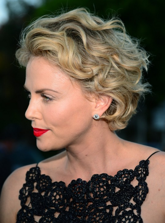 Short-Blonde-Wavy-Haircut Wavy Hairstyles for Women Over 50 – Look Young And Beautiful