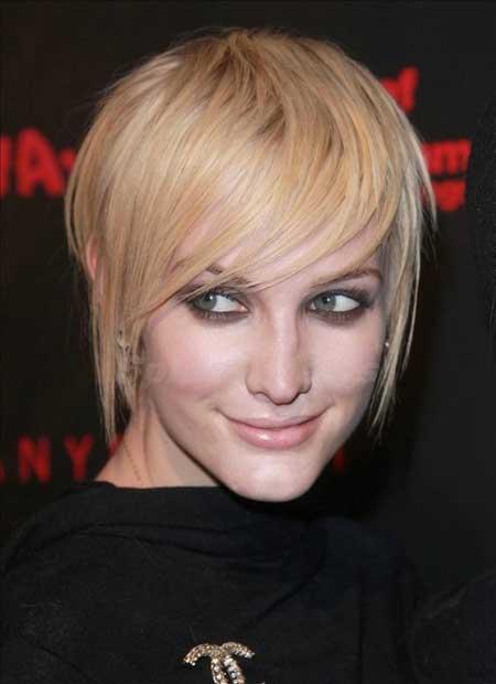 Short-Haircut-with-Long-Bangs Short Haircuts for Straight Hair