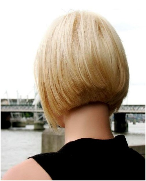 Short-Inverted-Bob 12 Glamorous Bob Haircuts for Fine Hair