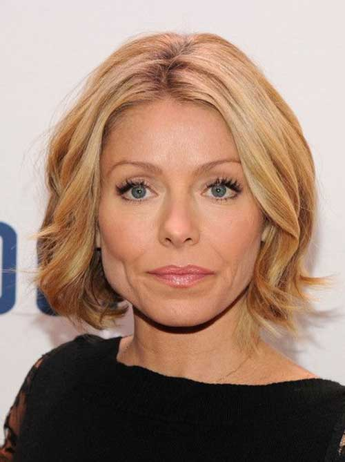 Side-Parted-Short-Hairstyle-with-Wavy-Ends Short Hairstyles for Older Women
