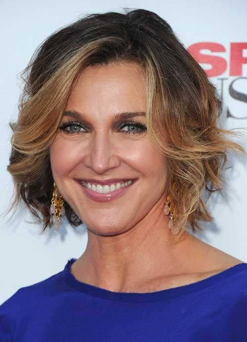 Side-Swept-Blonde-Wavy-Bob Wavy Hairstyles for Women Over 50 – Look Young And Beautiful