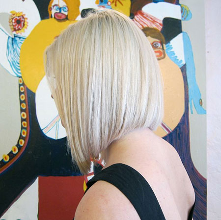 Side-View-of-Straight-and-Long-Bob-Cut Short Bob Hairstyles for Ladies