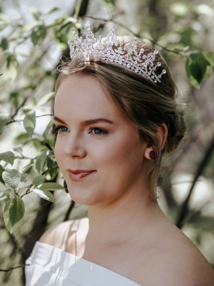 Simple-Bun-with-Tiara Hairstyles with Tiara for Glam and Fab Look