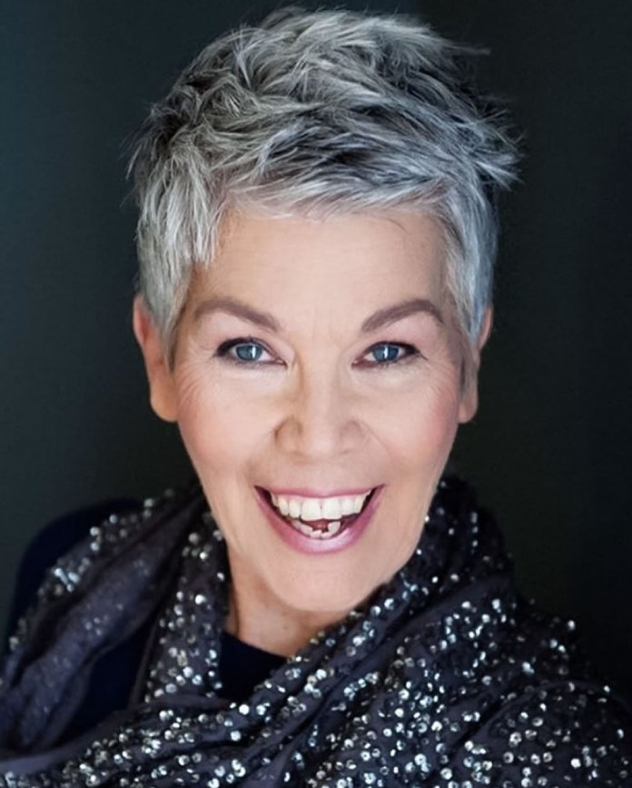 Tiny-Stake Glamorous Grey Hairstyles for Older Women