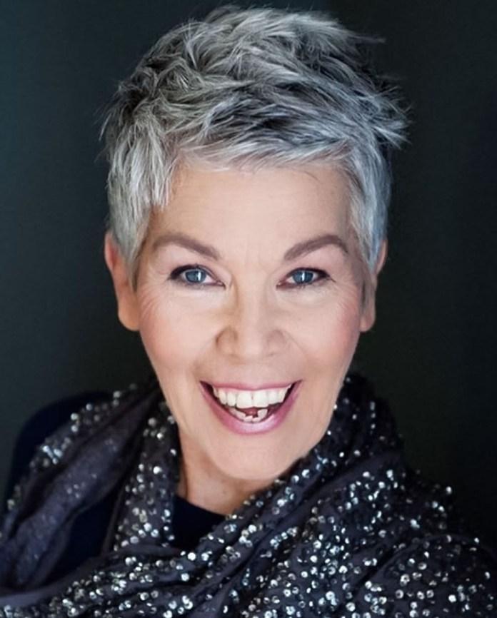 Tiny-Stake Glamorous Grey Hairstyles for Older Women