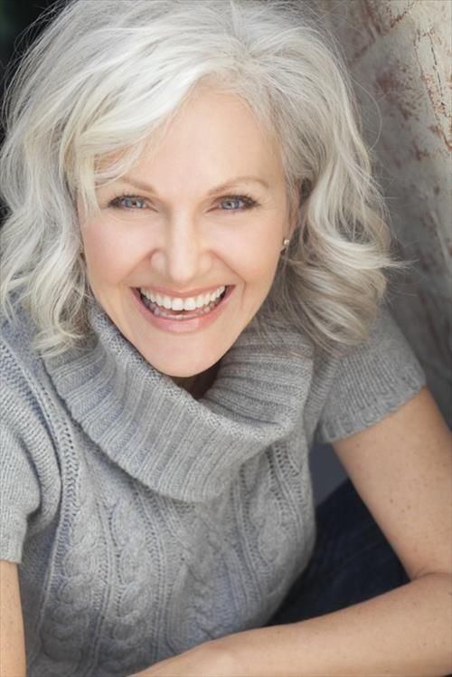 Wavy-Hairstyle-for-Medium-Length-Hair Wavy Hairstyles for Women Over 50 – Look Young And Beautiful