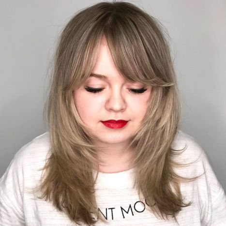 medium-layered-hairstyle-for-round-faces 12 winning looks with medium hairstyles for round face