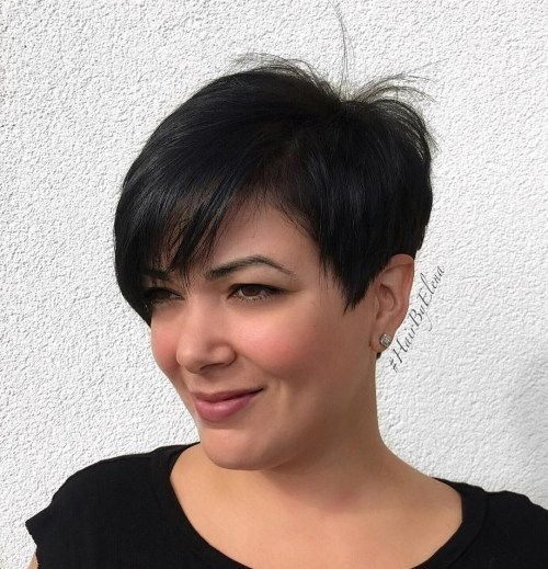 Black-Razored-Pixie-for-Straight-Hair 14 ideas of short haircuts for round faces