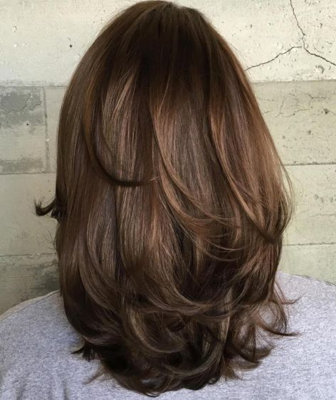 Bouncy-Layers-mediumhairstyles-for-thick-hair 15 Graceful Medium Length Haircuts for Thick Hair