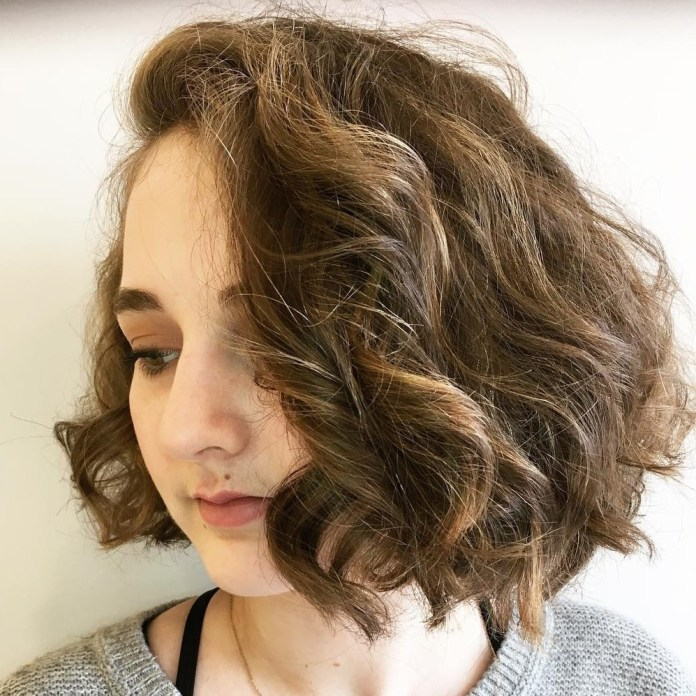 Curly-Combover-Bob 20 Stylish and Chic Bobs for Round Faces