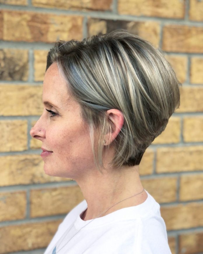 Perfectly-trendy 15 winning-looks short hairstyles for Women Over 40