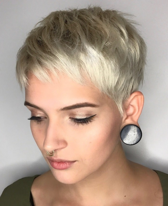 Pixie-Cut-with-Short-Bangs 15 Graceful Hairstyles for Fine Straight Hair