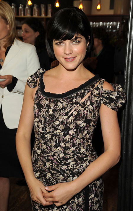 Short-Bob-Hairdo-with-Side-Swept-Bangs Cute Short Hairstyles